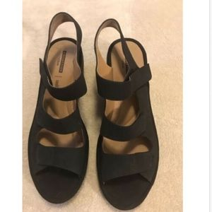 Clarks Collection Black Wedge Sandal SZ 10 EUC